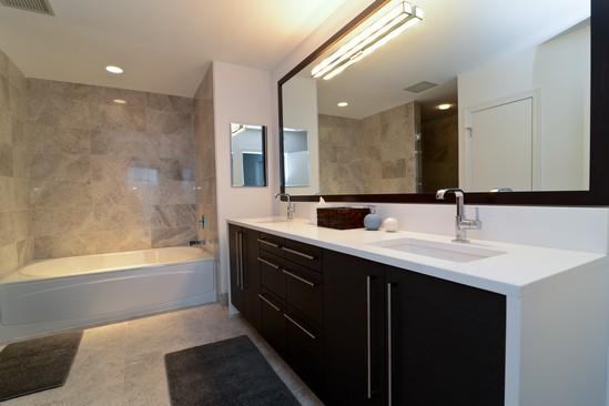 1201-south-prairie-the-grant-south-loop-bathroom-condos-7