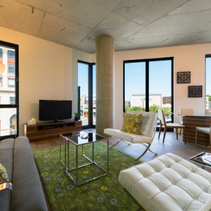 1611-w-division-wicker-park-apartments-livingroom-3