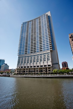 river-north-modern-condo-chicago-333-canal-7